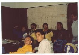 Coaches Sidão, Ali, Tião, Sergio, com a turma do Dr Mazza em Rosário - Argentina. Alexandre Hermeto e Marcelo Grangeiro a frente. Notem o plano de treinos para Seul 88