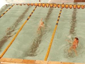 Última piscina da prova de 100m costas