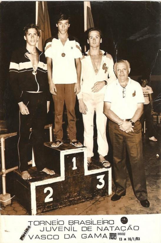 Graczyk campeão foi premiado pelo árbitro geral Berek Krieger, um grande entusiasta da natação paranaense e brasileira