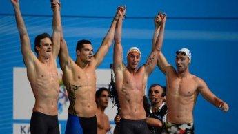 A França, que não era favorita sequer para o pódium, nadou com sua melhor equipe possível e ganhou o ouro.