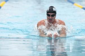 Steve West nadando o Campeonato Americano de Masters