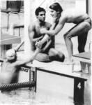 Cyro cumprimenta Djan após a conquista que marcou a história da nossa natação e a vida desses 4 grandes atletas.