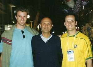 Riccione, Italia - 2004. Luciano D'Agostini e eu com o ídolo Djan.