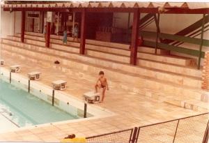 Alexandre Myahara na piscina do CC no início da década de 80.