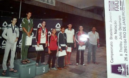 Não tenho foto da premiação dos 100m peito, mas dois dias depois, Gustavo voltou a final - agora nos 200m peito e ficou em 6o. Foto do acervo de Carlos Sedda - prata nesta prova.
