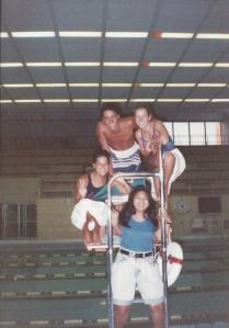Nossa turma de salva vidas na antiga piscina da Universidade do Missouri em Columbia