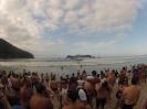 Multidão com as Ilhas ao fundo