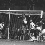 5) 03/09/1986, Paulistão de 1986 contra o Inter de Limeira, minha primeira final, primeira derrota, o dia da famosa falha de Denys. https://www.youtube.com/watch?v=pLGVFALyhLs . A foto peguei aqui: http://almanaquedabola.com.br/relembre-os-campeonatos-estaduais-vencidos-por-times-do-interior/ . Fui a pé com meu pai do Paineiras, bandeira nas costas, chorei na volta, completávamos 10 anos na fila!