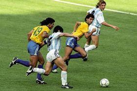 Maradona driblou o Brasil inteiro...