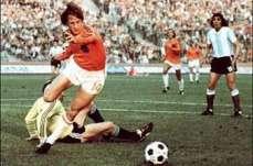 Futebol é detalhe. Resembrink meteu na trave o que seria a bola do título de 1978 a 1min do final da partida. Na prorrogação, deu Argentina.