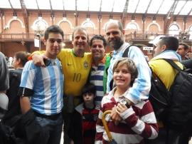 Com amigos antigos na Estação da Luz.
