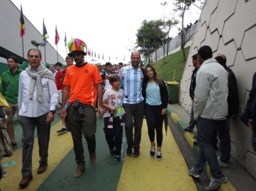 Um filho holandês e uma filha argentina.