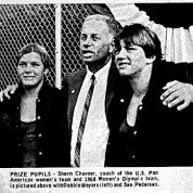 Coach Sherm Chavoor e suas meninas - Swimming World Mag Oct 1967