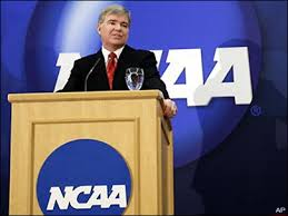 A temporada sempre começava com algum representante do NCAA num pódio explicando todas as responsabilidades do atleta.  A palestra era longa e muito sacal!