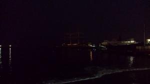 E a galera nadando no escuro...