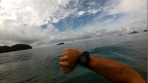 Mar lisinho perfeito para uma nadada. Ilha dos Gatos ao longe.