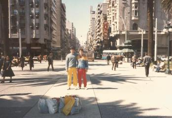 En la Plaza Independencia com André Caldeira.