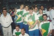 em pé: Xuxa, Saboia, Cheiroso, presidente CBDU, Luiza Parente. Agachados: Cassiano, Hermeto e eu.