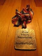 Verso da medalha que mede apenas 4cm x 4cm