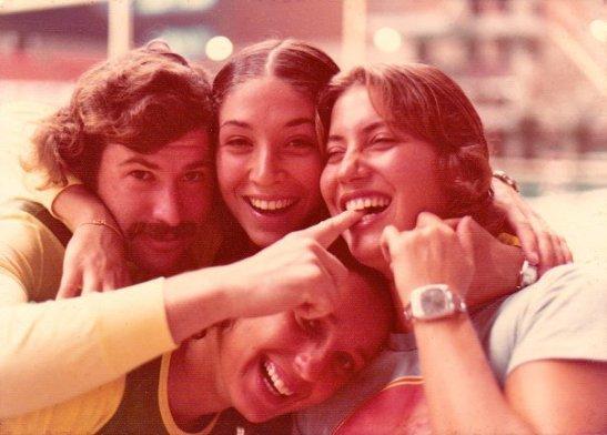 José Sylvio Fiolo, Maria Elisa Guimarães, Lucy Burle, Christiane Paquelet no Pan de 1975. A foto foi tirada pelo Bebeto de Freitas e está no Álbum da história da natação brasileira no Facebook.