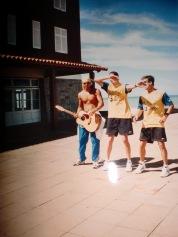 Tetê, Gustavo e Cassiano dançando. Ainda bem que não temos vídeo nem áudio...