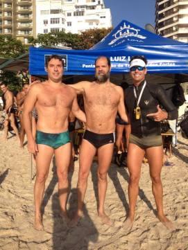 Prazer em nadar com os gladiadores em Copacabana.