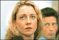 Smith e o marido ao fundo, no tribunal em 1998, se defendendo das acusações de doping.