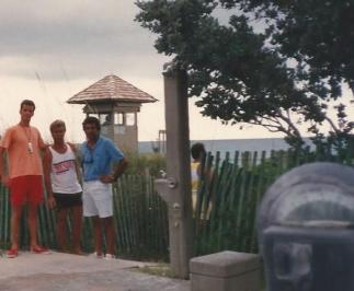 Com Chitão e Daltely na cercada praia de Del Rey