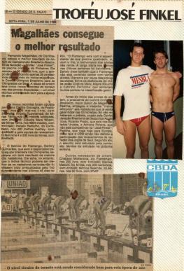 Muito chique a manchete no Estado de São Paulo. A foto é da saída da final dos 200m livre.