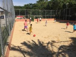 Jogando bola com desconhecidos em Atibaia...