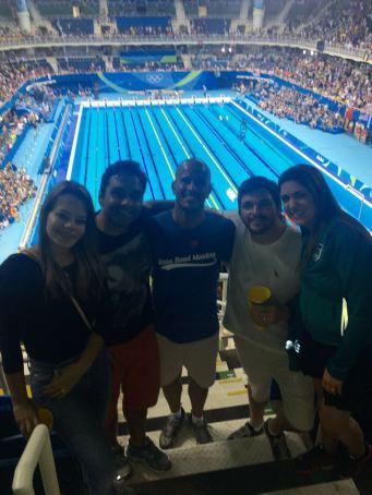 O olímpico JR veio dos EUA para assistir, encontrando os Menezes.